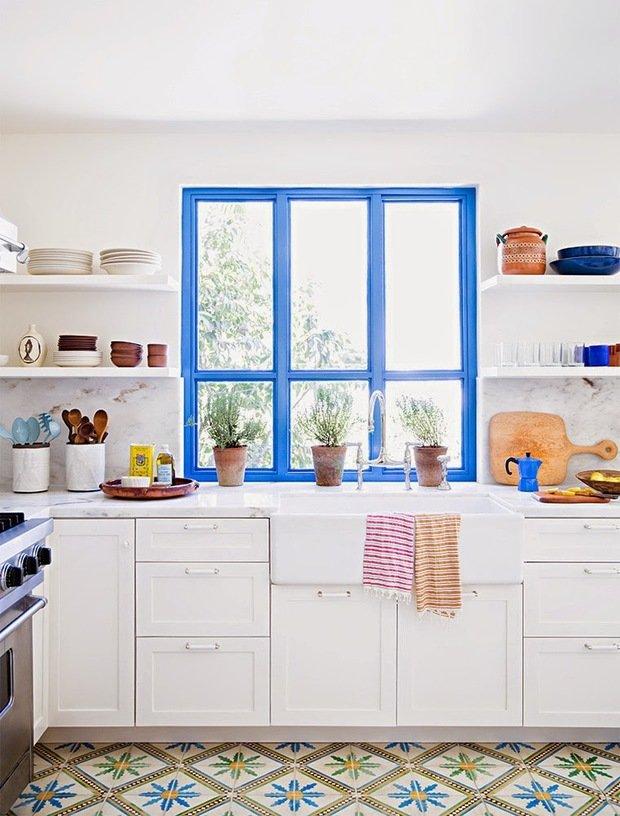 Фотография: Кухня и столовая в стиле Прованс и Кантри, Квартира, Советы, Ремонт на практике, как покрасить пластиковое окно, пластиковое окно, пластиковые окна, декор пластикового окна – фото на InMyRoom.ru