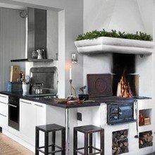 Фотография: Кухня и столовая в стиле Скандинавский, Дом, Швеция, Цвет в интерьере, Дома и квартиры, Белый, Черный – фото на InMyRoom.ru