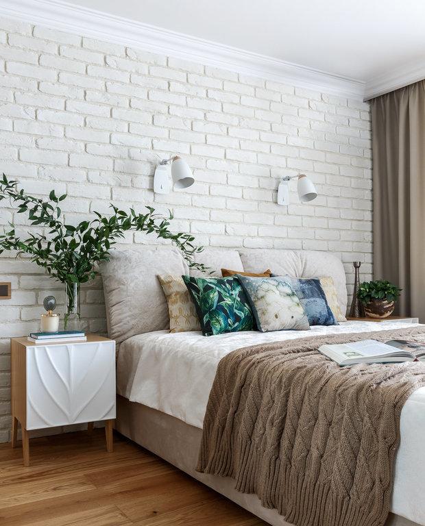 Фотография: Спальня в стиле Скандинавский, Советы, Мегафон ТВ, как жить с родителями, личное пространство, планировка квартиры для нескольких поколений – фото на INMYROOM