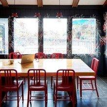 Фотография: Кухня и столовая в стиле Современный, Дом, Дома и квартиры, Нью-Йорк, Стол – фото на InMyRoom.ru