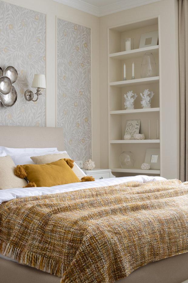 В спальне находится еще одна ниша для элегантного декора.
