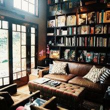 Фотография: Гостиная в стиле Классический, Современный, Системы хранения, Библиотека, Домашняя библиотека – фото на InMyRoom.ru