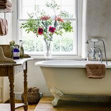 Фотография: Ванная в стиле Кантри, Декор интерьера, Квартира, Декор, Советы, Подоконник, Окно – фото на InMyRoom.ru