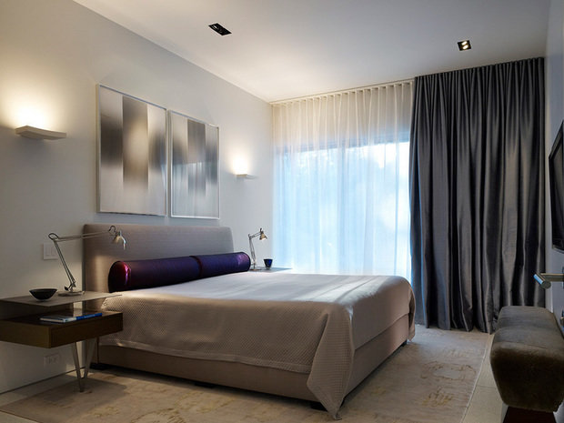 Фотография: Спальня в стиле Хай-тек, Декор интерьера, Текстиль, Шторы – фото на InMyRoom.ru