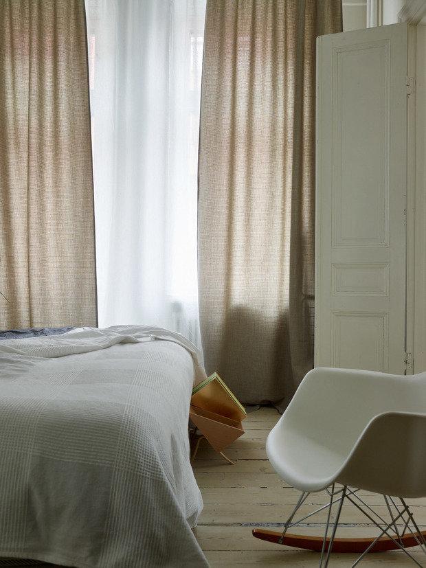 Фотография: Спальня в стиле Скандинавский, Классический, Эклектика, Декор интерьера, Квартира, Швеция, Стокгольм, как оформить эклектичный интерьер, эклектика в нитерьере, 4 и больше, Более 90 метров – фото на INMYROOM