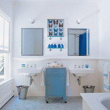 Фотография: Ванная в стиле Кантри, Декор интерьера, Квартира, Дом, Декор дома, Люди, Картины – фото на InMyRoom.ru