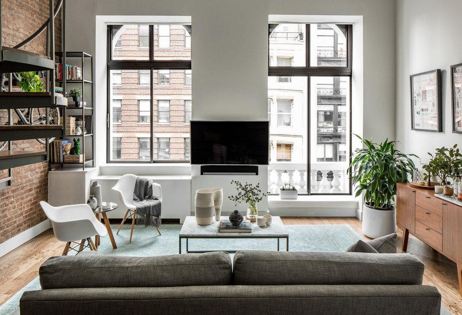 Фотография: Гостиная в стиле Современный, Декор интерьера, Малогабаритная квартира, Квартира, Нью-Йорк, Гид – фото на InMyRoom.ru
