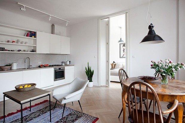 Фотография: Кухня и столовая в стиле Скандинавский, Лофт, Квартира, Цвет в интерьере, Дома и квартиры, Белый, Стена – фото на InMyRoom.ru