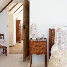 Фотография: Спальня в стиле Кантри, DIY, Дом, Цвет в интерьере, Дома и квартиры, Белый, Переделка, Бежевый – фото на InMyRoom.ru