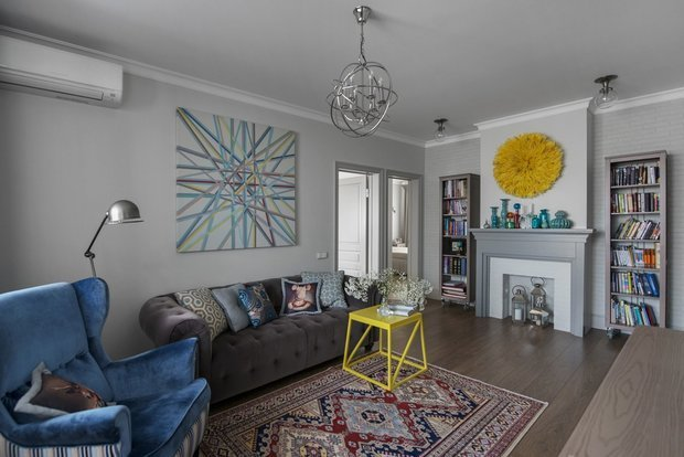 Фотография: Гостиная в стиле Эклектика, DIY, Переделка, ИКЕА, мебель икея, переделка мебели, как покрасить шкаф – фото на INMYROOM