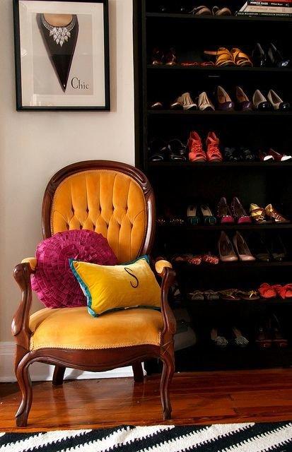 Фотография: Ванная в стиле Классический, Прихожая, Советы, хранение обуви, идеи хранения обуви – фото на InMyRoom.ru