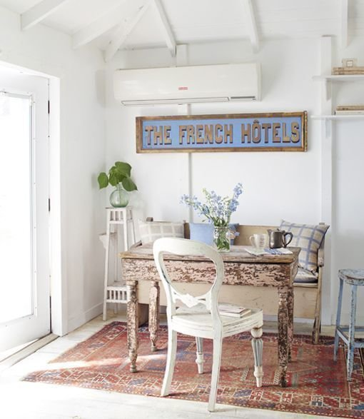 Фотография: Кухня и столовая в стиле Прованс и Кантри, Декор интерьера, Дом, Дом и дача, как оформить маленький дом – фото на InMyRoom.ru