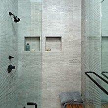 Фотография: Ванная в стиле Минимализм, Декор интерьера, Малогабаритная квартира, Квартира, Цвет в интерьере, Дома и квартиры, Белый – фото на InMyRoom.ru