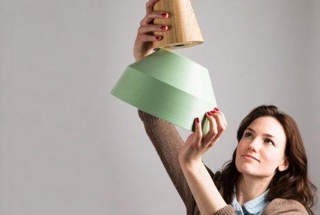 Лампа из дерева с плафоном на магните