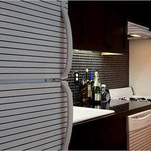 Фотография: Кухня и столовая в стиле Современный, Малогабаритная квартира, Дизайн интерьера, Нью-Йорк, Диван, Декоративные панели – фото на InMyRoom.ru