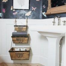 Фотография: Ванная в стиле Кантри, Декор интерьера, DIY, Малогабаритная квартира, Квартира, Декор, Советы, хранение в прихожей, лайфхак, хранение в маленькой ванной, идеи хранения для санузла, маленький санузел – фото на InMyRoom.ru