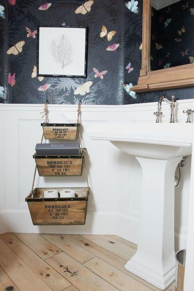Фотография: Ванная в стиле Прованс и Кантри, Декор интерьера, DIY, Малогабаритная квартира, Квартира, Декор, Советы, хранение в прихожей, лайфхак, хранение в маленькой ванной, идеи хранения для санузла, маленький санузел – фото на InMyRoom.ru