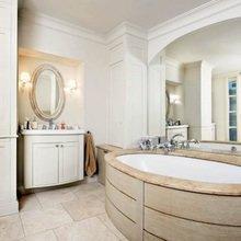 Фотография: Ванная в стиле Классический, Дом, Франция, Дома и квартиры, Окна – фото на InMyRoom.ru