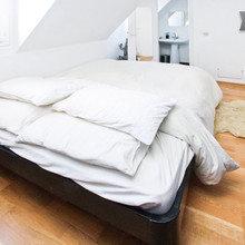 Фотография: Спальня в стиле Современный, Минимализм, Декор интерьера, Малогабаритная квартира, Квартира, Дома и квартиры, Airbnb – фото на InMyRoom.ru