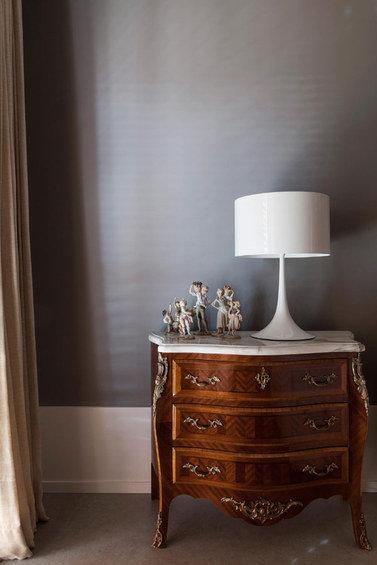 Фотография: Мебель и свет в стиле Классический, Эклектика, Декор интерьера, Квартира, Дома и квартиры – фото на InMyRoom.ru