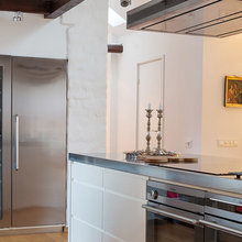 Фотография: Кухня и столовая в стиле Скандинавский, Лофт, Квартира, Швеция, Цвет в интерьере, Дома и квартиры, Белый, Картины – фото на InMyRoom.ru