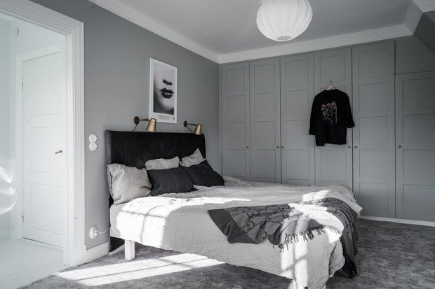 Фотография: Спальня в стиле Скандинавский, Современный, Декор интерьера, Дом, Швеция, Серый, Гетеборг, нейтральные тона в отделке, как оформить дом в современном стиле, 4 и больше, Более 90 метров – фото на INMYROOM