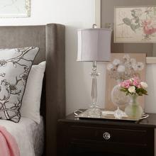 Фотография: Спальня, Аксессуары в стиле Классический, Декор интерьера, Канада, Текстиль, Интерьер комнат, Мебель и свет, Переделка, Подушки – фото на InMyRoom.ru