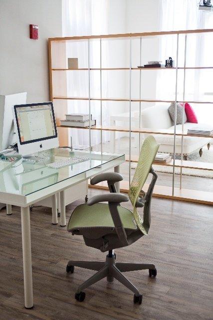 Фотография: Офис в стиле Скандинавский, Декор интерьера, Мебель и свет, Перегородки – фото на InMyRoom.ru