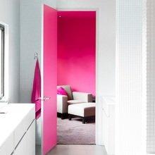 Фотография: Ванная в стиле Современный, Декор интерьера, Дизайн интерьера, Цвет в интерьере, Желтый, Розовый, Оранжевый, Неон – фото на InMyRoom.ru