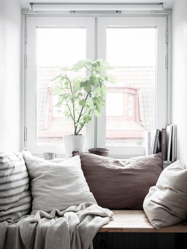Фотография: Декор в стиле Скандинавский, Советы, пластиковые окна, как утеплить окна в квартире, REHAU, Безопасный дом, как сделать дом комфортным – фото на INMYROOM