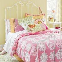 Фотография: Спальня в стиле Кантри, Современный, Текстиль, Стиль жизни, Советы, Цветы – фото на InMyRoom.ru
