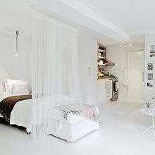 Фотография: Спальня в стиле Скандинавский, Советы, как совместить спальню с гостиной, как обустроить в одной комнате две зоны, зонирование комнаты – фото на InMyRoom.ru