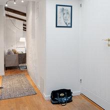 Фотография: Прихожая в стиле Скандинавский, Декор интерьера, Малогабаритная квартира, Квартира, Швеция, Цвет в интерьере, Дома и квартиры, Белый – фото на InMyRoom.ru