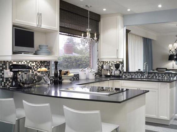 Фотография: Кухня и столовая в стиле Классический, Современный, Декор интерьера, Дом, Декор дома, Плитка, Мозаика, Кухонный фартук – фото на InMyRoom.ru