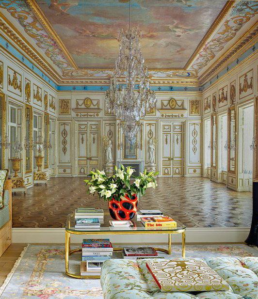 Фотография: Гостиная в стиле Классический, Малогабаритная квартира, Интерьер комнат, Советы, Зеркала – фото на InMyRoom.ru