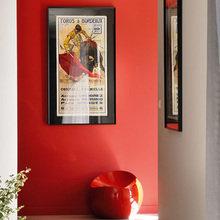 Фотография: Прихожая в стиле Современный, Дом, Франция, Цвет в интерьере, Дома и квартиры, Минимализм, Стены, Красный, Зеркало – фото на InMyRoom.ru