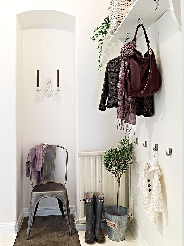 Фотография: Прихожая в стиле Скандинавский, Малогабаритная квартира, Квартира, Советы, Ремонт на практике, экономичный ремонт, бюджетный ремонт прихожей, ремонт коридора, недорогой ремонт коридора – фото на InMyRoom.ru