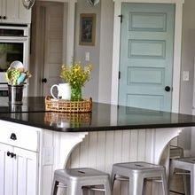 Фотография: Кухня и столовая в стиле Кантри, Декор интерьера, Аксессуары, Декор, Белый, Черный, Желтый, Серый, Бирюзовый – фото на InMyRoom.ru
