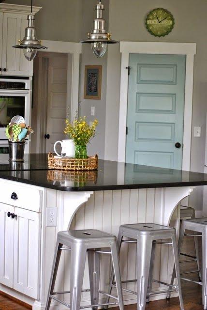 Фотография: Кухня и столовая в стиле Прованс и Кантри, Декор интерьера, Аксессуары, Декор, Белый, Черный, Желтый, Серый, Бирюзовый – фото на InMyRoom.ru