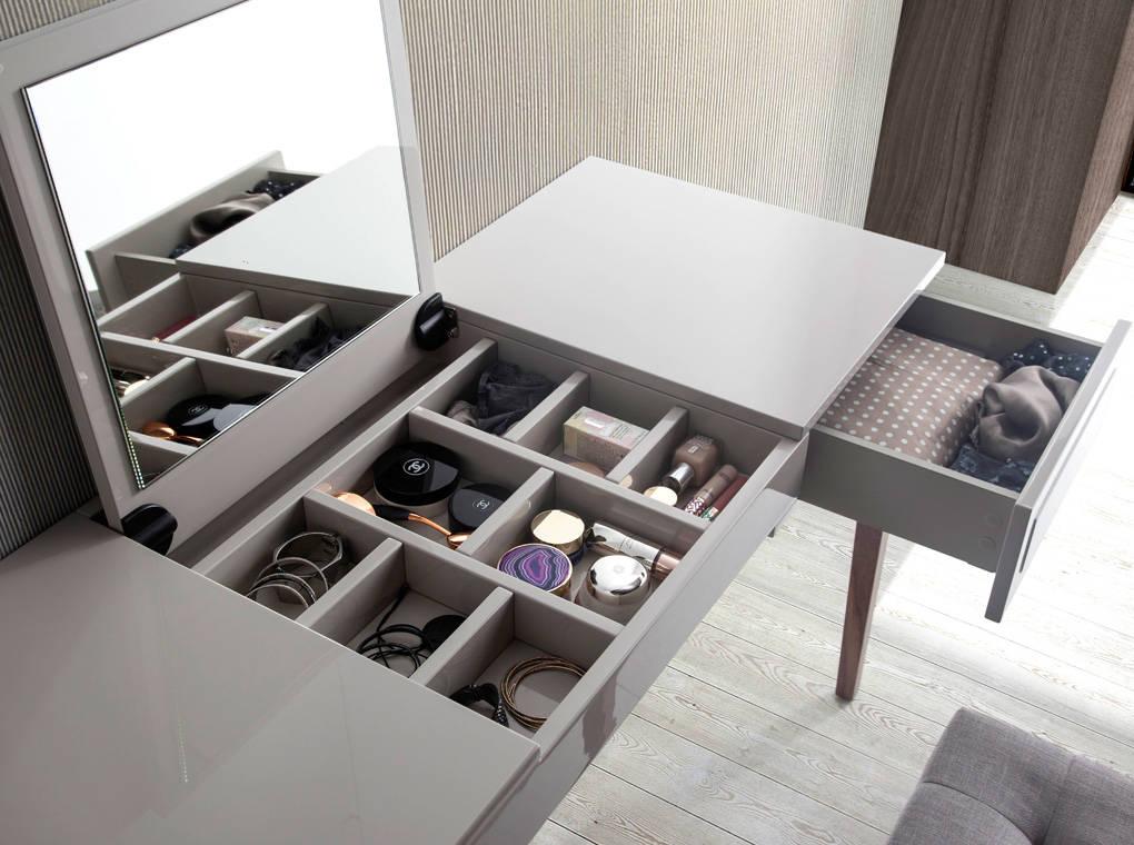 Купить со скидкой Туалетный столик серого цвета с выдвижным ящиком
