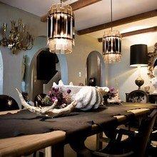 Фотография: Кухня и столовая в стиле Эклектика, Декор интерьера, Мебель и свет, Стол – фото на InMyRoom.ru