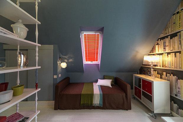 Фотография: Спальня в стиле Современный, Лофт, Интерьер комнат, Дача, Дачный ответ, Библиотека, Мансарда – фото на InMyRoom.ru