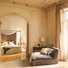 Фотография: Спальня в стиле Кантри, Дом, Дома и квартиры, Большие окна, Лепнина – фото на InMyRoom.ru