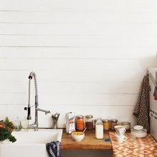 Фотография: Кухня и столовая в стиле Скандинавский, Декор интерьера, Дизайн интерьера, Цвет в интерьере, Стены, Пол – фото на InMyRoom.ru