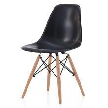 Черный стул на деревянных ножках