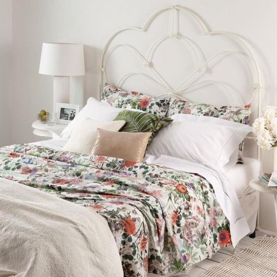 Фотография: Спальня в стиле Прованс и Кантри, Декор интерьера, Цвет в интерьере, Текстиль, Индустрия, Новости, Zara Home, Вышивка – фото на InMyRoom.ru