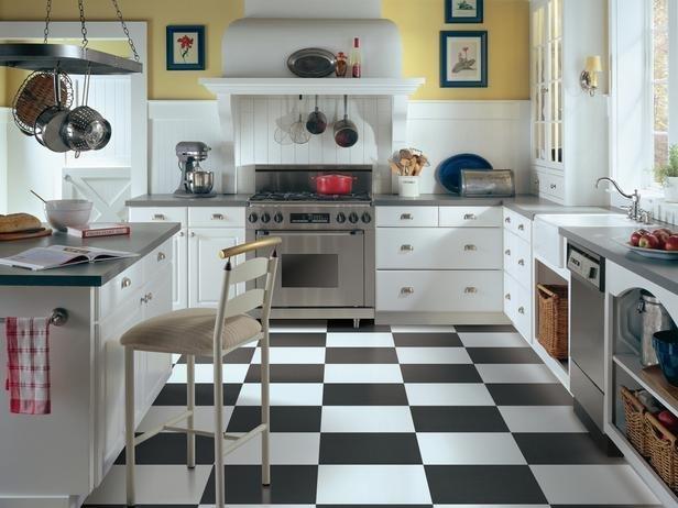 Фотография: Кухня и столовая в стиле Прованс и Кантри, Обои, Переделка, Плитка, Краска, Стеновые панели – фото на InMyRoom.ru
