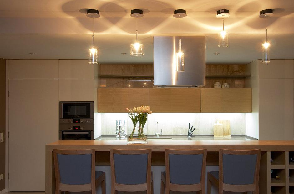 Фотография: Кухня и столовая в стиле Современный, Дом, Планировки, Мебель и свет, Дома и квартиры, Мансарда – фото на InMyRoom.ru