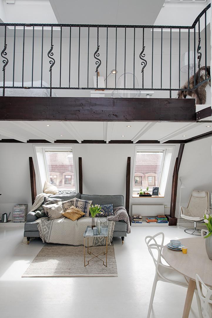 Фотография: Гостиная в стиле Скандинавский, Малогабаритная квартира, Квартира, Цвет в интерьере, Дома и квартиры, Белый, Мансарда – фото на InMyRoom.ru