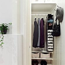 Фотография: Прихожая в стиле Скандинавский, Квартира, Швеция, Цвет в интерьере, Дома и квартиры, Белый, Черный – фото на InMyRoom.ru